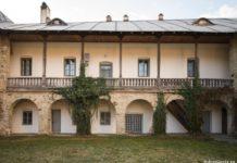 Un călugăr de la Mănăstirea Neamţ este cercetat penal de poliţişti după ce un bărbat aflat în centrul de carantină, de la mănăstire, a depus o plângere pentru agresiune sexuală