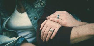 Gestul emoționant a doi soți pentru vecinii lor forțați să stea în izolare