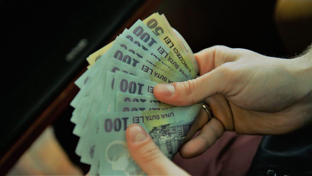 Parlamentul a aprobat proiectul care prevede că nu vor putea beneficia de pensie specială persoanele condamnate definitiv pentru corupţie