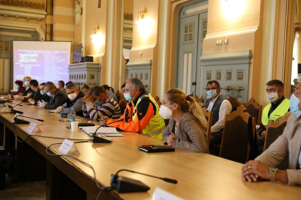 Consiliul Județean Dolj i-a pus față în față pe constructorii care se vor ocupa de modernizarea drumului Craiova – Cetate cu primarii din localitățile de pe raza DJ 552