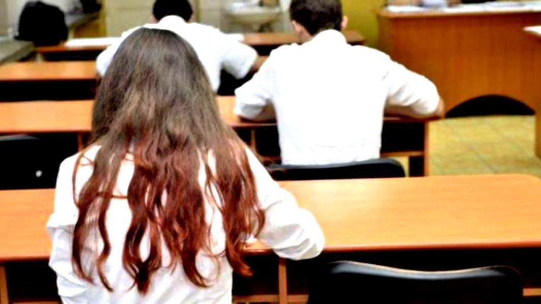 CNCD a transmis că interzicerea accesului la examen a copiilor cu temperatura peste 37,3 grade este discriminatorie