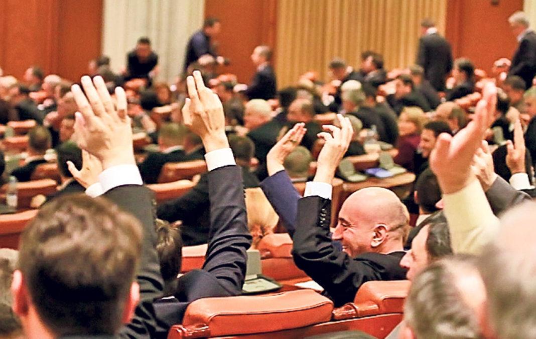 Parlamentul va dezbate și va vota astăzi moțiunea de cenzură împotriva Guvernului Orban