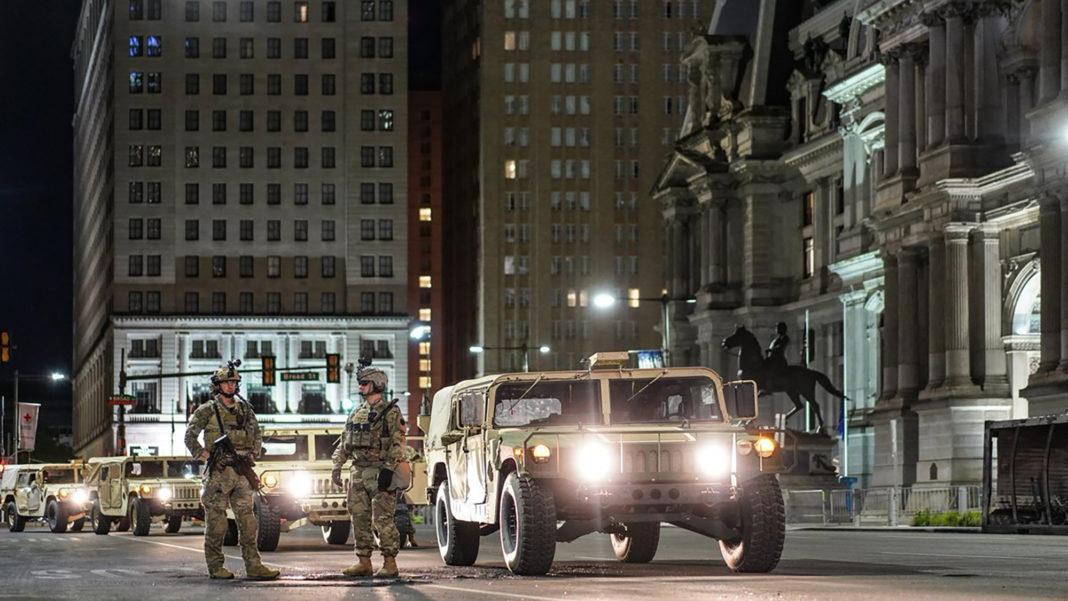 Garda Națională din Pennsylvania se mobilizează în Philadelphia la 1 iunie 2020.