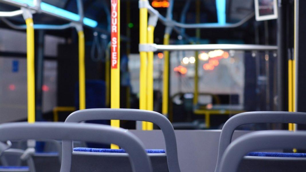 Consiliul Naţional al Elevilor cere asigurarea gratuităţii transportului elevilor navetişti