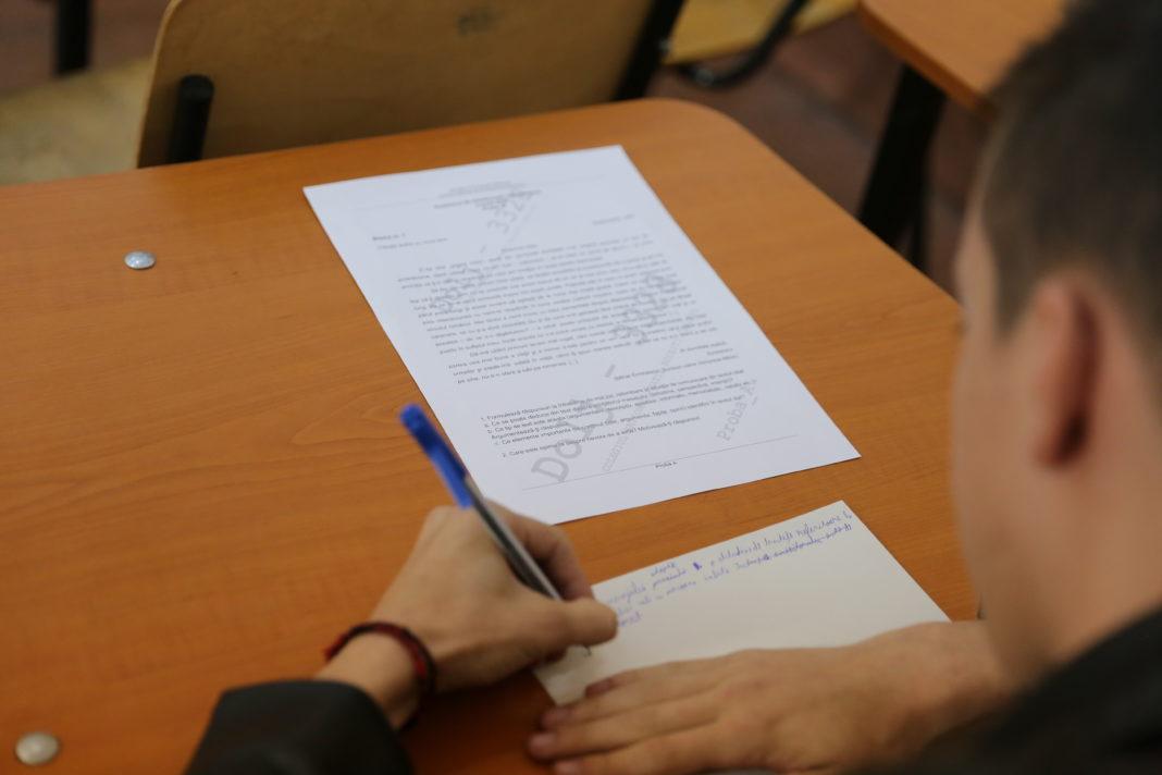 Absolvenţii de liceu susţin, joi, proba la alegere a profilului şi a specializării din cadrul examenului de Bacalaureat