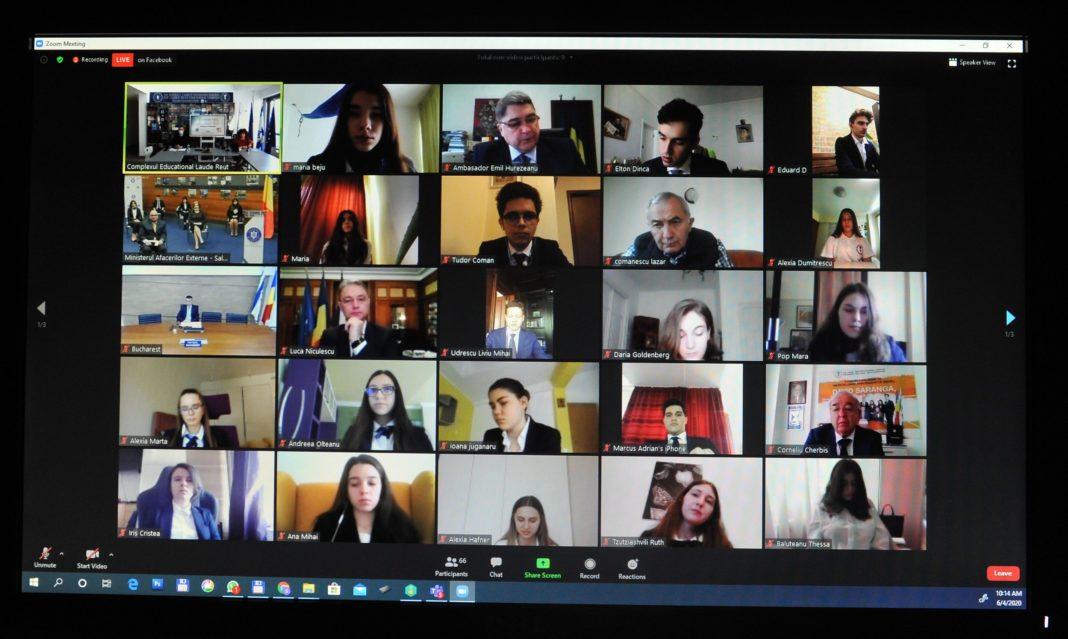 Premieră în învățământul românesc: curs de diplomație digitală pentru elevi predat de diplomați de rang înalt