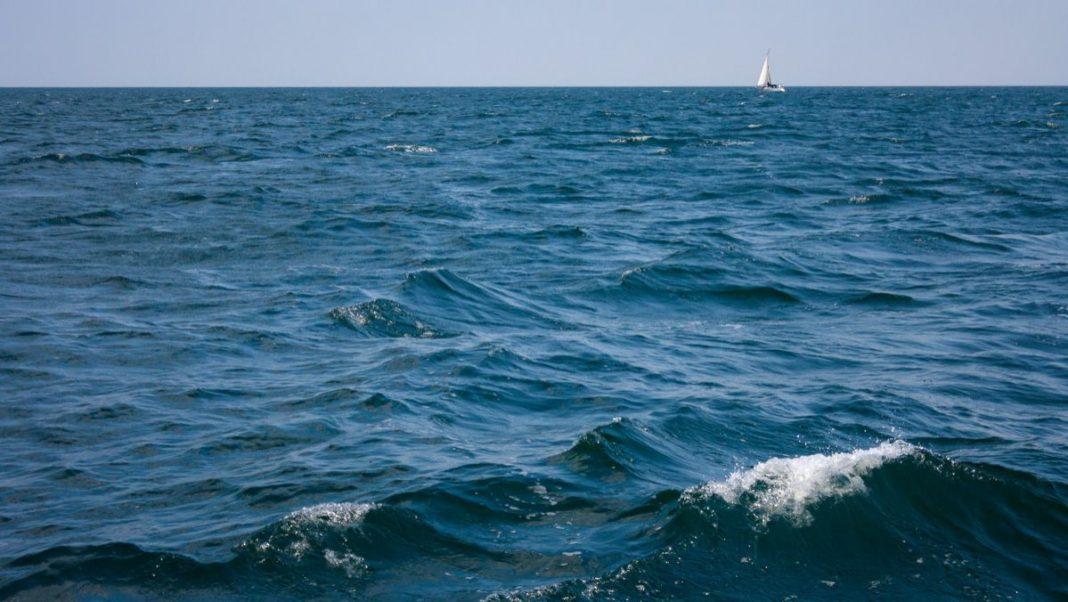 Copil de 13 ani, dispărut în mare și căutat de joi, găsit înecat între stabilopozi la Mamaia