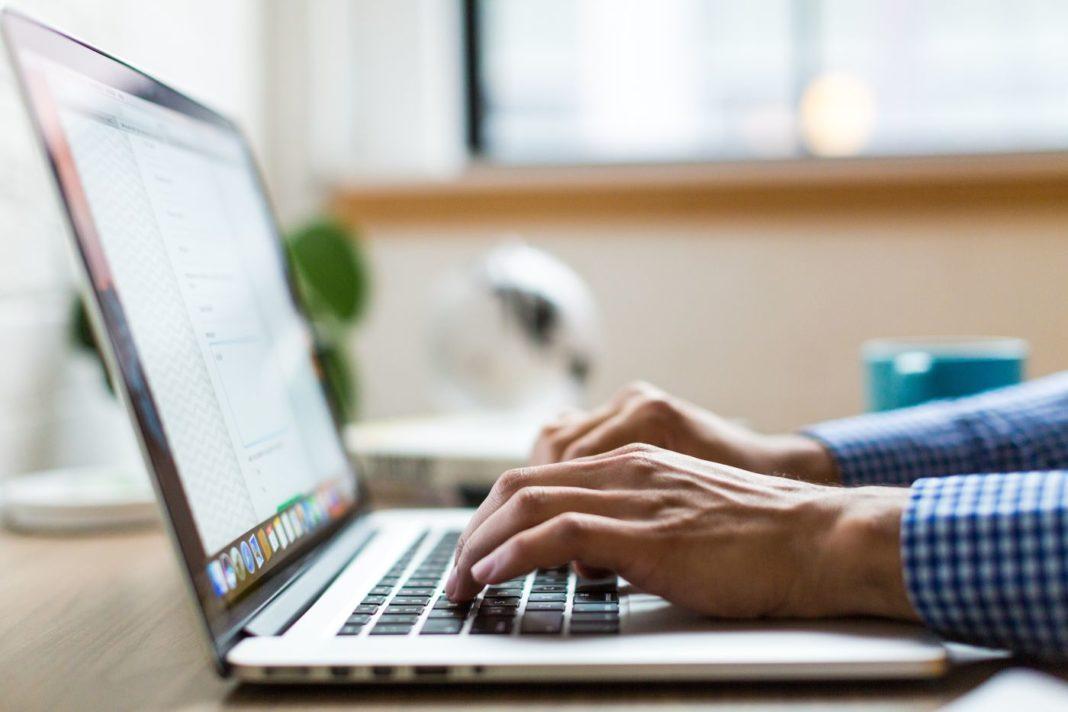Startup-urile IT românești pot obține 50.000 Euro la o competiție UiPath-Microsoft în 2020