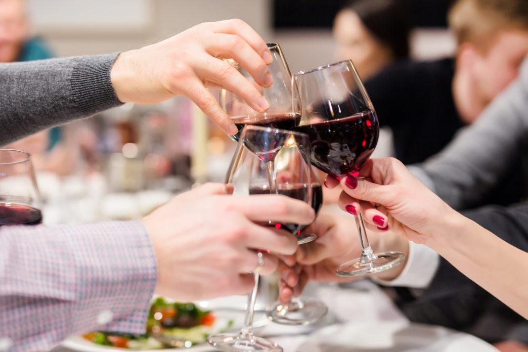 Hotelierii insistă ca guvernul să permită redeschiderea restaurantelor