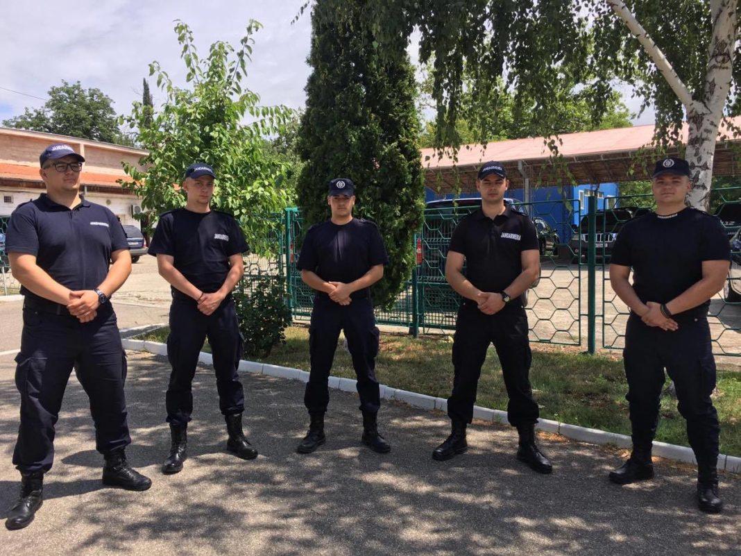 Elevii aflați în practică la Jandarmeria Mehedinți au terminat primul modul al stagiului de practică pe segmentul de ordine publică.