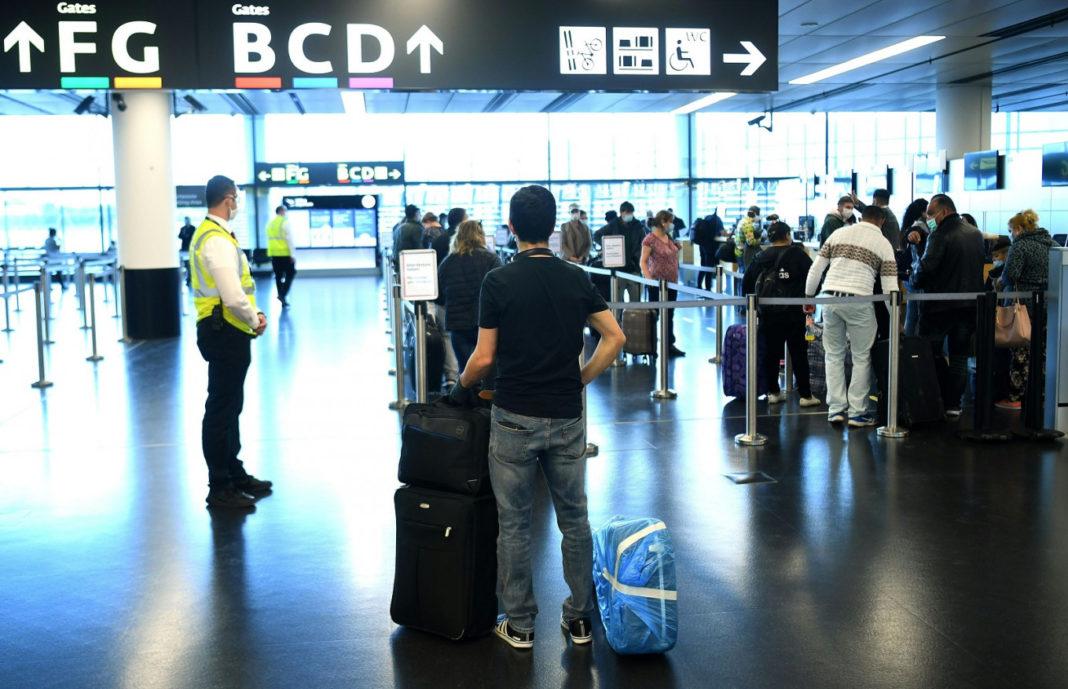 Autorităţile de la Viena au decis reluarea zborurilor directe între România şi Austria începând sâmbătă, ora 00,00.