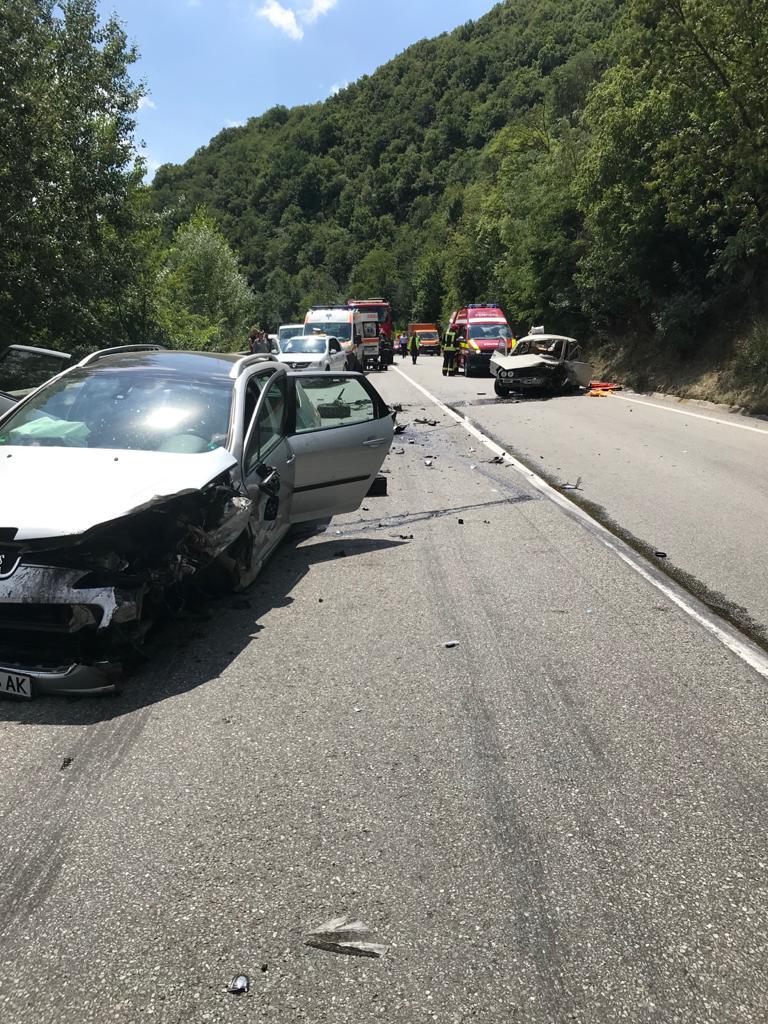 Două echipaje de pompieri au intervenit la un accident rutier, produs între două autoturisme, pe DN 6, la ieșirea din Orșova spre Topleț
