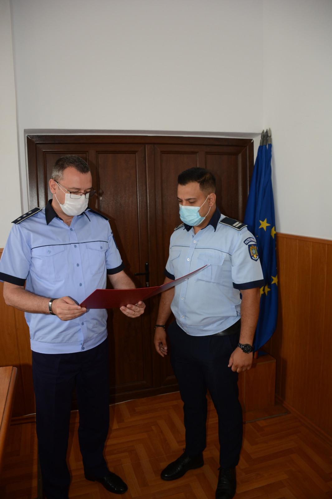 Agent principal Chirițoiu Nicu Bogdan, din cadrul IPJ Gorj, a fost distins de ministrul afacerilor interne cu Emblema de onoare a MAI