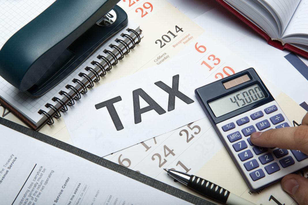 O nouă taxă pentru firme, propusă în Parlament