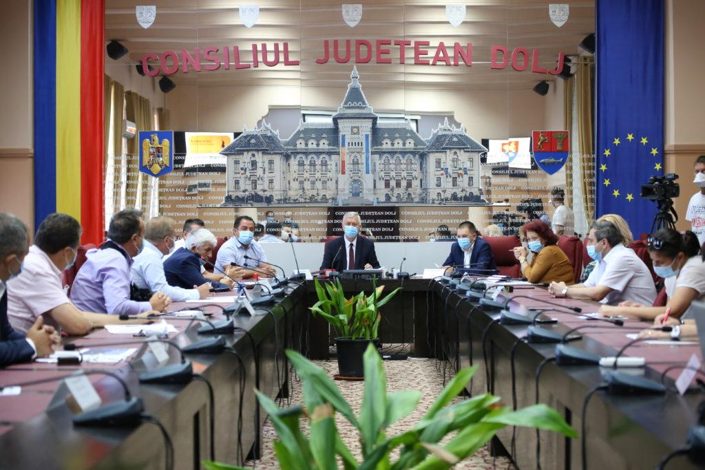La semnarea contractului de modernizare a DJ 561A Giurgiţa - Moţăţei au participat şi primarii localităţilor prin care trece acest drum judeţean