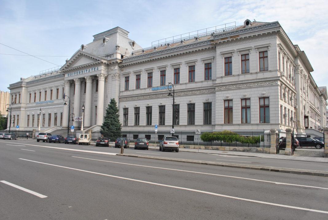 Universitatea din Craiova pune la dispoziţie studenţilor 2860 locuri la licență-buget și 1720 locuri-buget la master.