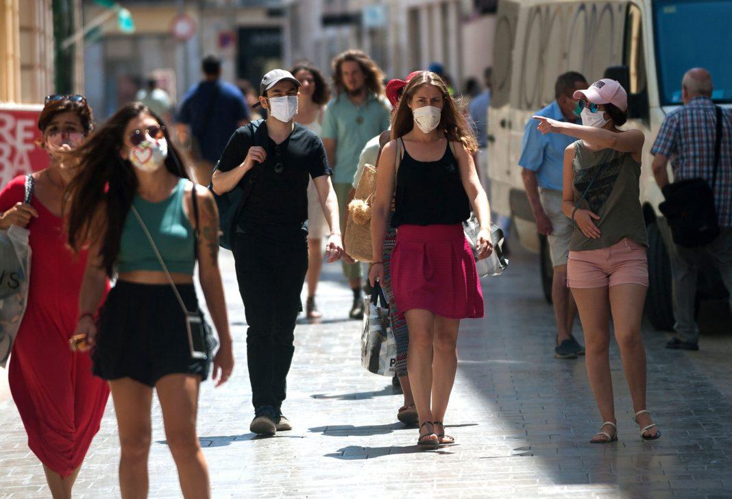 Autorităţile din Gorj au decis obligativitatea purtării măştii de protecţie în anumite spaţii deschise, începând de mâine