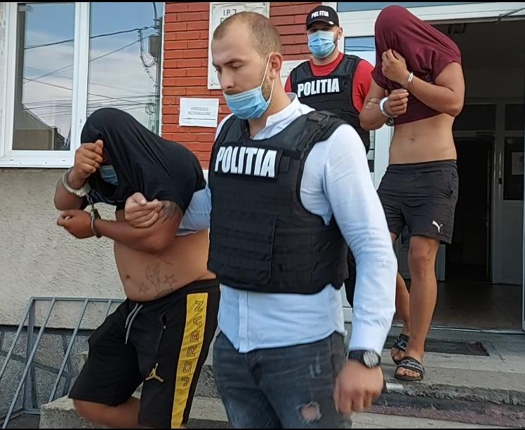 Cei patru tineri bănuiți de comiterea a două tâlhării calificate din noaptea de 23-24 iunie au fost reținuți de polițiștii gorjeni