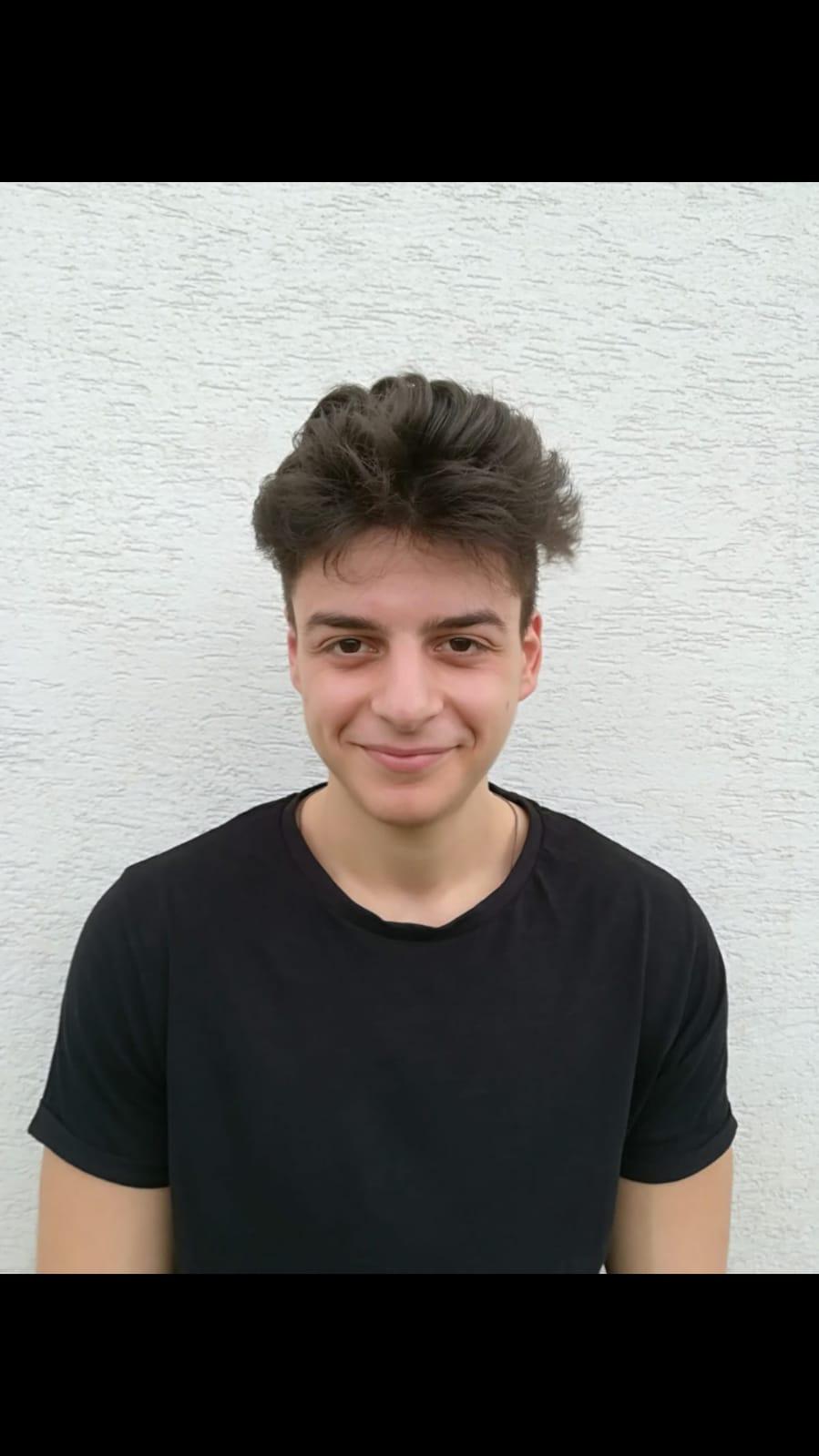 """Alexandru Manea, elevul de 10 la bacalaureat de la Colegiul Naţional """"Fraţii Buzeşti"""" din Craiova"""