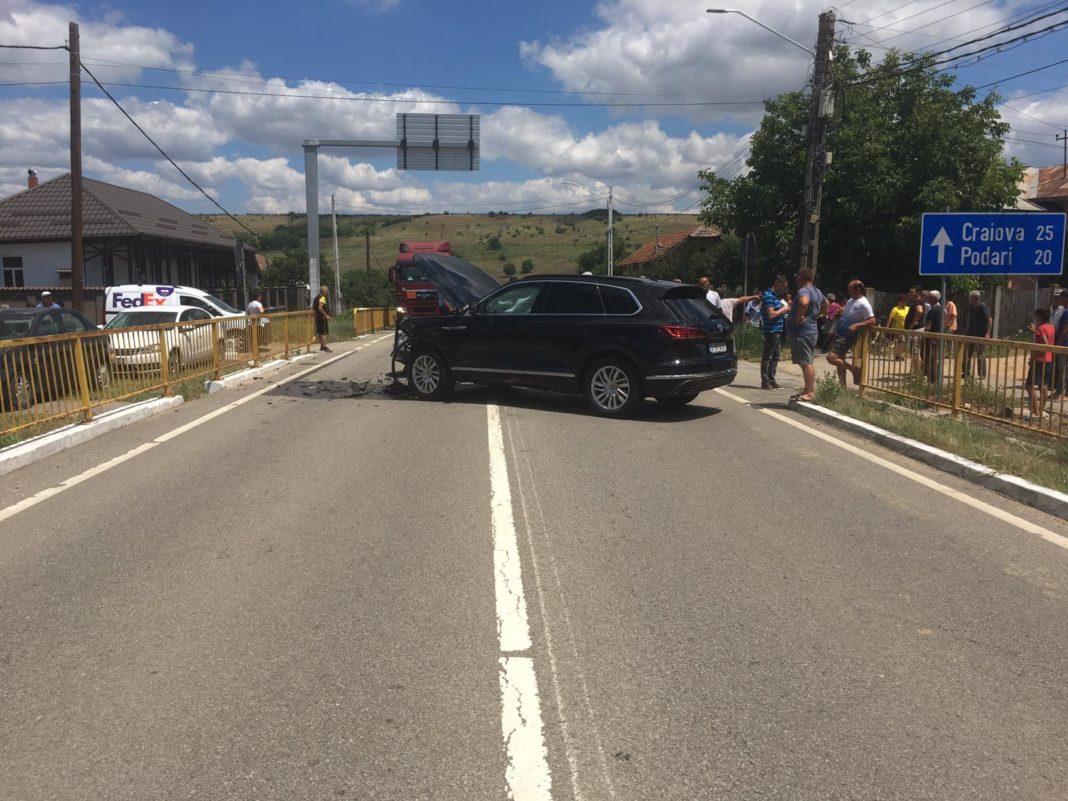 Un accident rutier s-a petrecut în urmă cu puțin timp în localitatea Radovan, după ce o șoferiță nu a a acordat prioritate unui autoturism