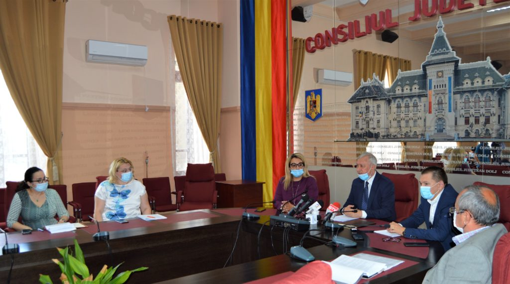 Directorii executivi de la Consiliul Județean Dolj și persoanele cu funcții de decizie din instituție încasează lunar minimum 10.000 de lei doar din salariu