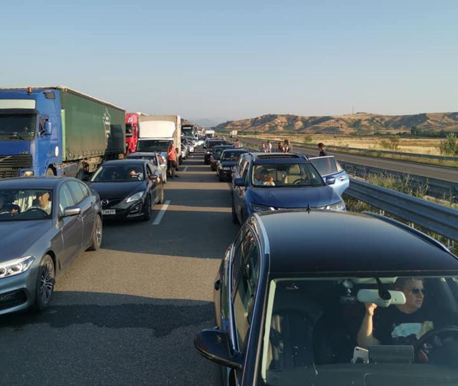 Cozi de kilometri la singurul punct de trecere a frontierei din Bulgaria și Grecia