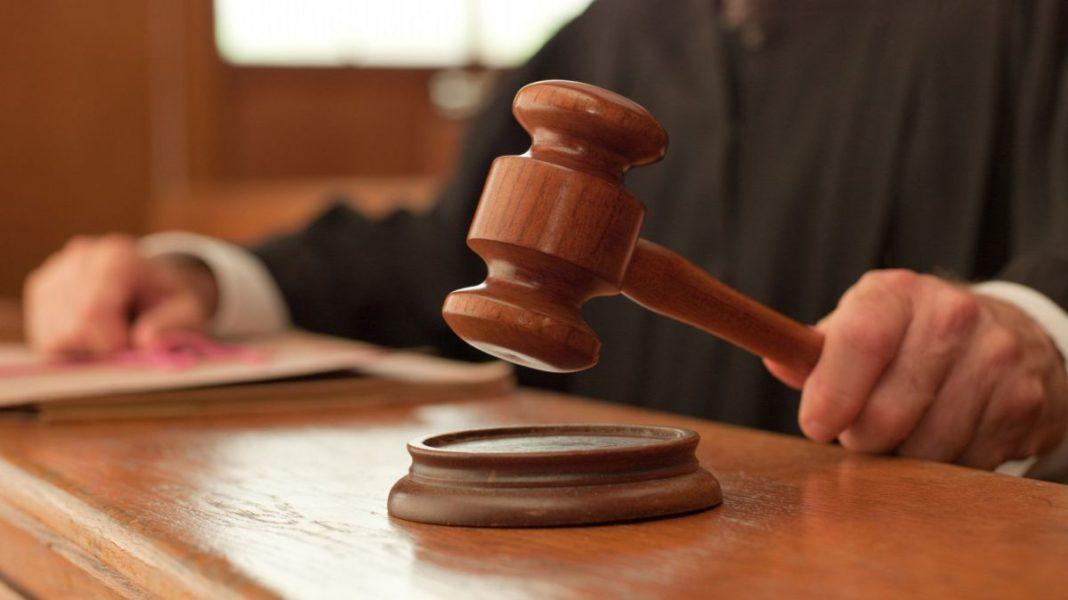 Tot mai mulţi români contestă în instanţele de judecată măsurile de izolare şi carantinare dispuse de DSP-uri