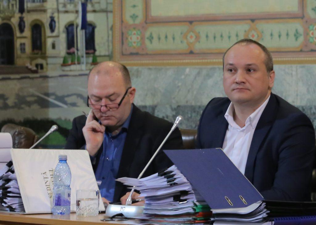 Ovidiu Mischianu (stânga), șeful juriștilor din Primăria Craiova