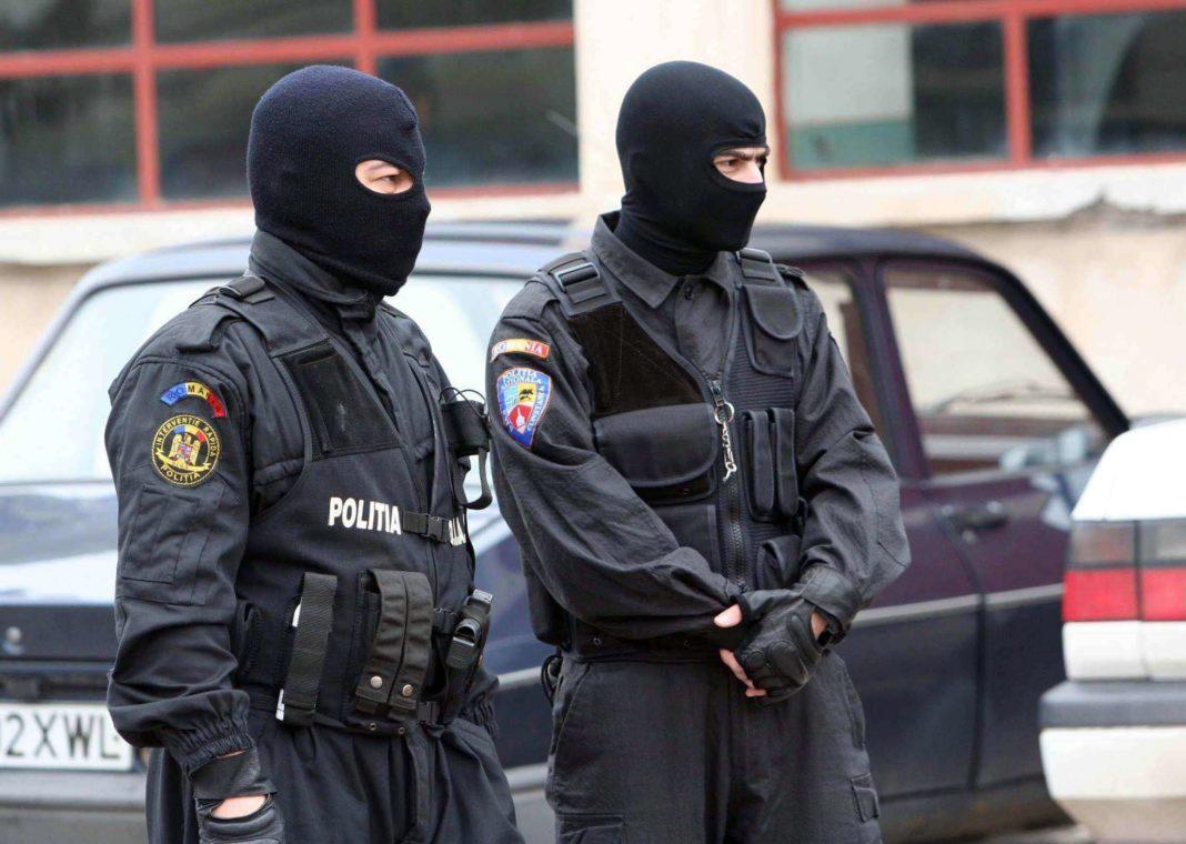 Poliţişti de la Arme Arme, Explozivi şi Substanţe Periculoase fac vineri dimineața 18 percheziţii în judeţele Buzău, Gorj, Sibiu şi Vâlcea