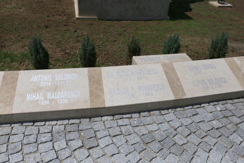 """Intrarea secundă din Parcul """"Romanescu"""", cu plăcuțele devenite motiv de scandal"""
