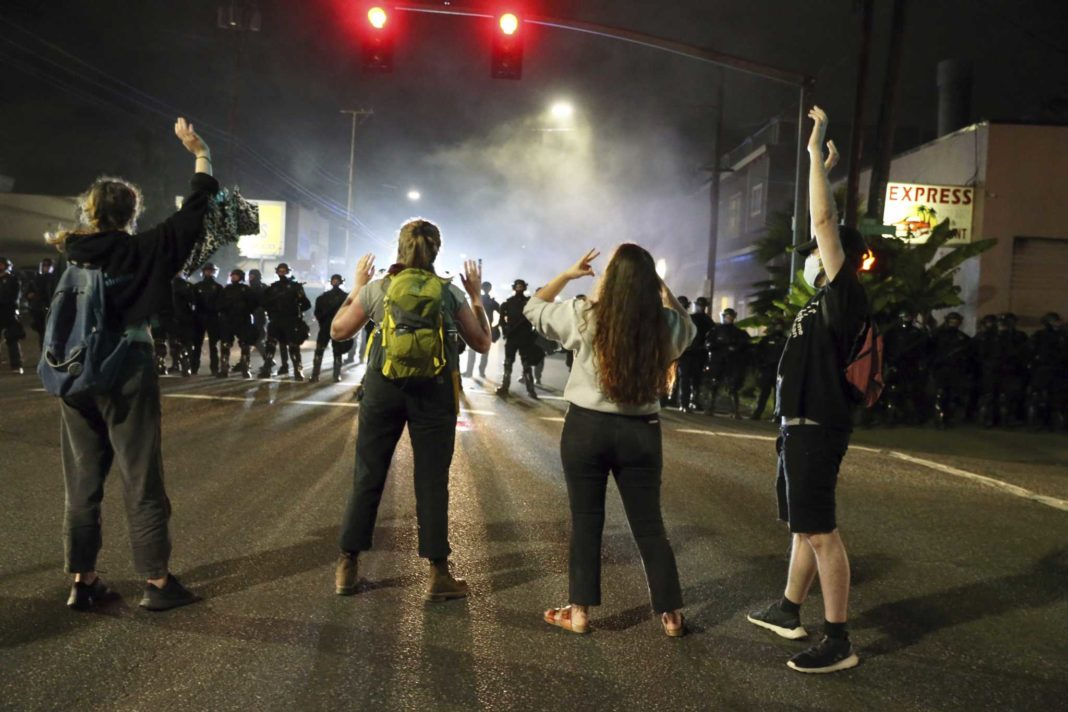 Trump vrea să trimită trupe federale în orașele cu primari democrați. Incidente grave la Portland (Dave Killen/The Oregonian via AP, File)