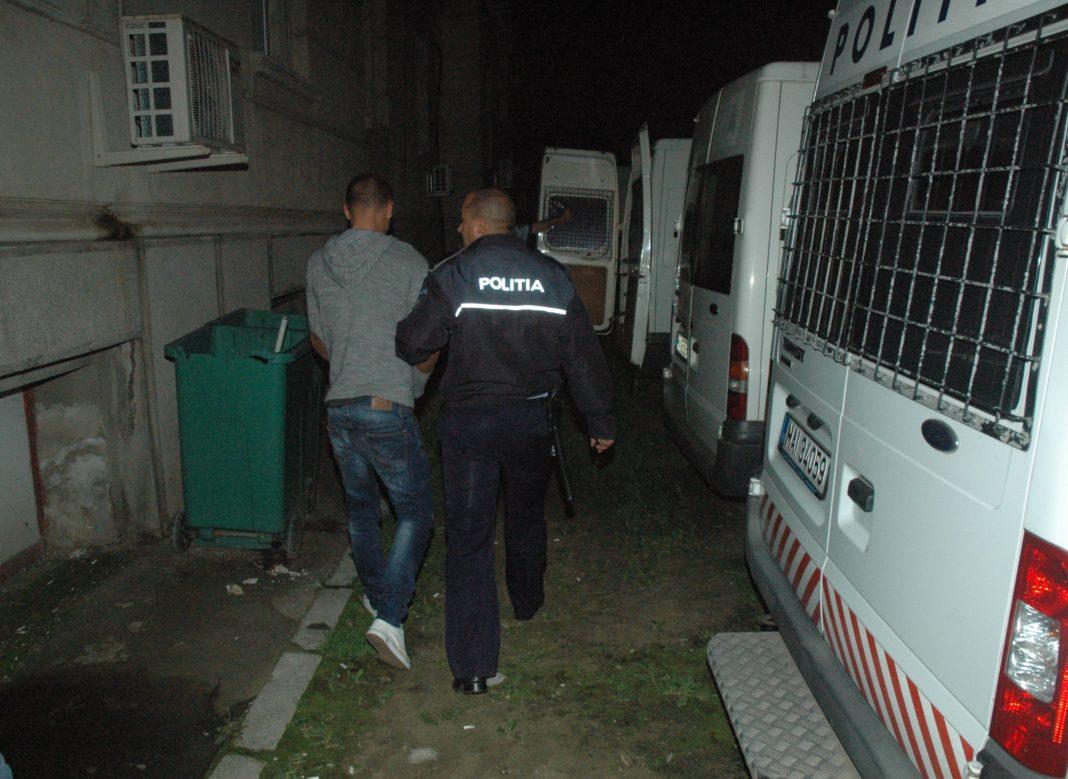 Patru bărbați din Bârca au fost reținuți pentru lovire sau alte violențe