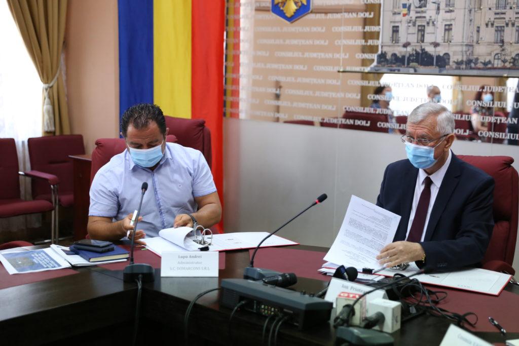 La Consiliul Judeţean Dolj a fost semnat, ieri, contractul de lucrări privind modernizarea DJ 561A, tronsonul Giurgiţa - Moţăţei