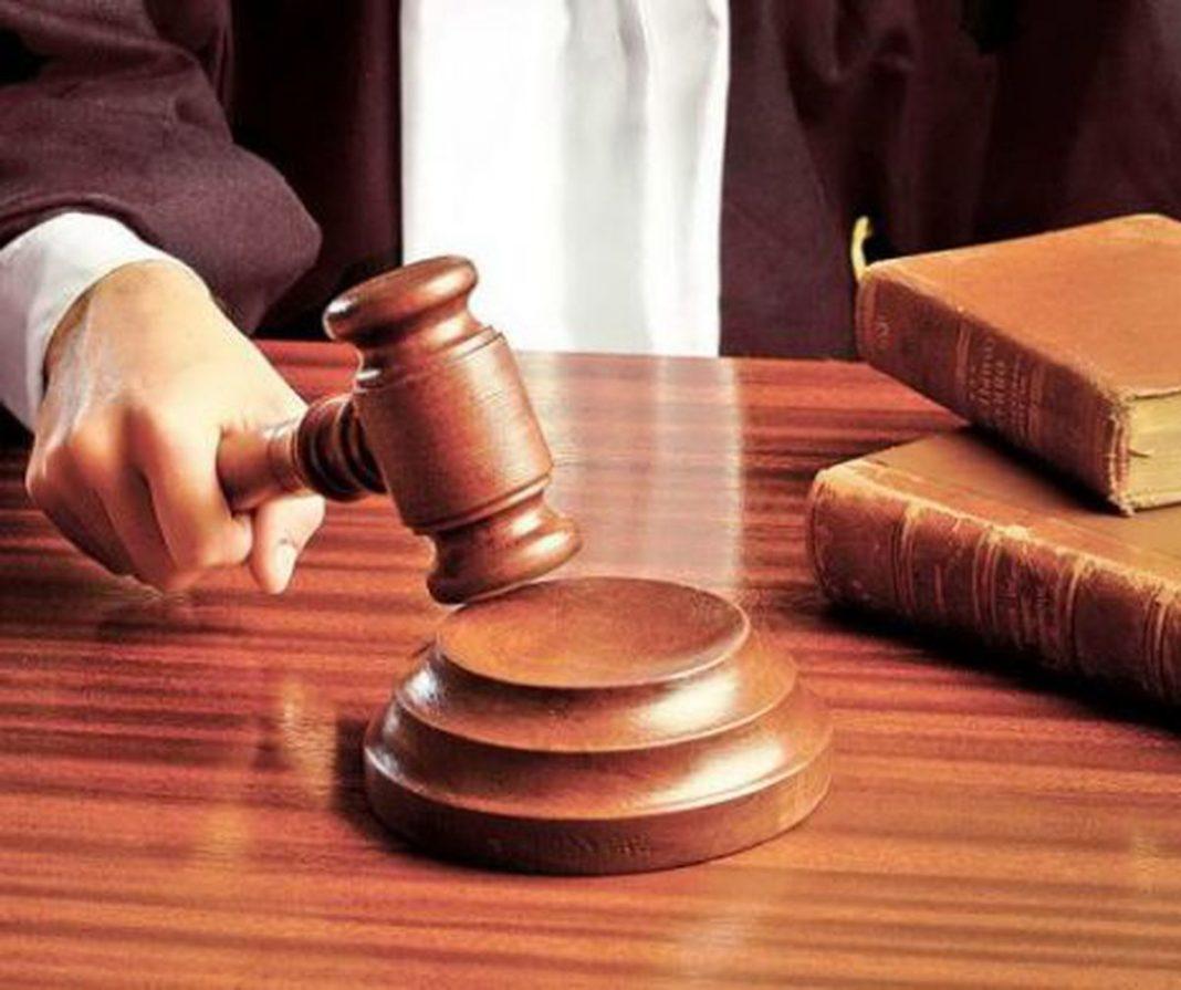Doi tineri au fost trimiși după gratii pentru condamnări definitive