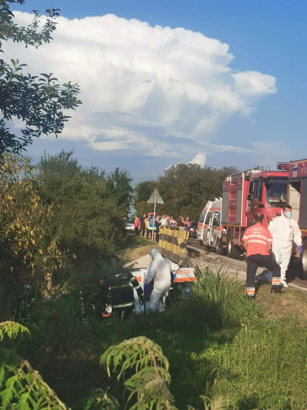 Pacienta COVID care se afla în ambulanța din Mehedinți, care a căzut aseară de pe un pod, în localitatea gorjeană Cornești, a murit.