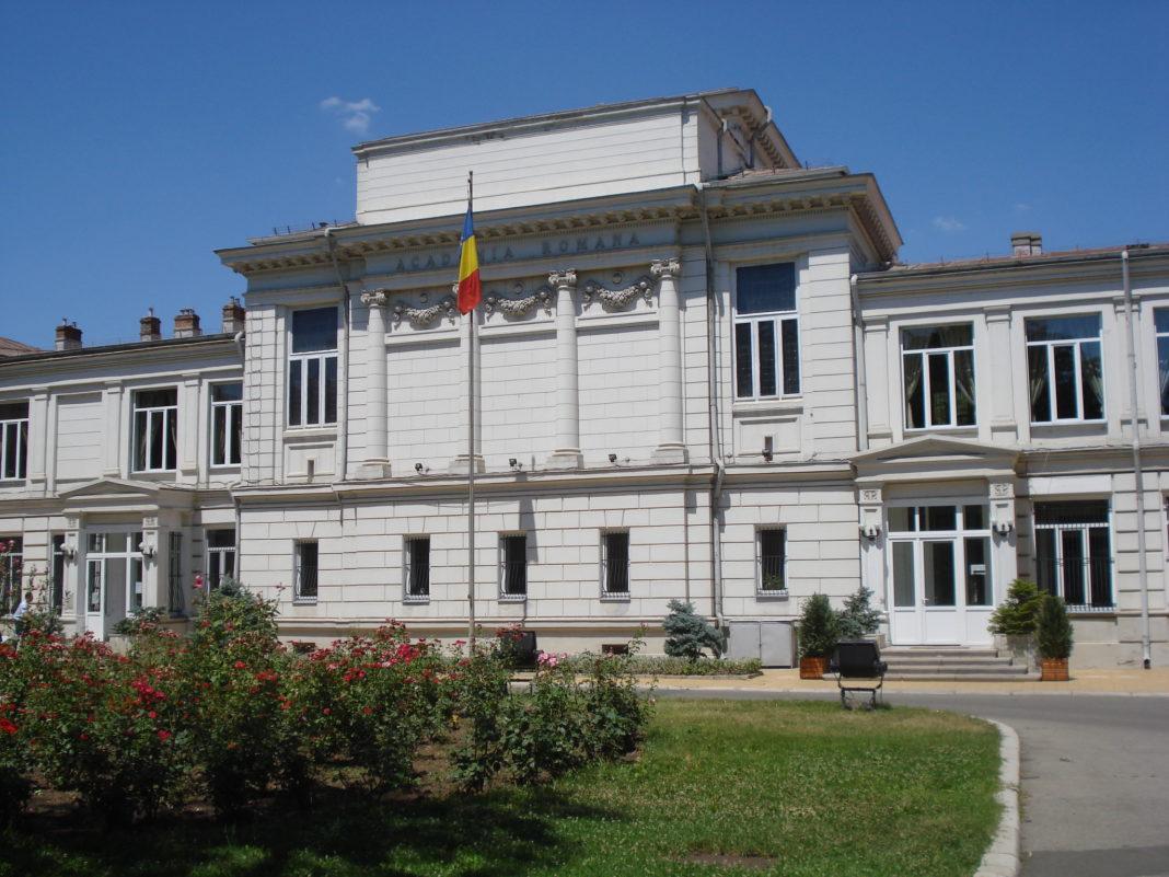 Academia Română critică reducerea numărului de ore de științe de la gimnaziu
