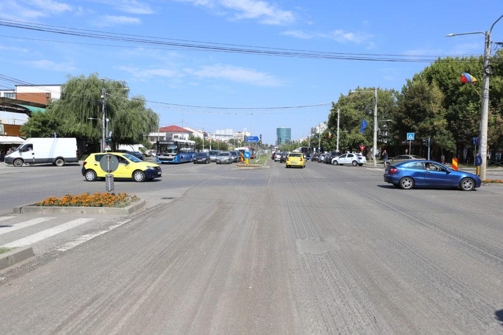 Vin alegerile! Bulevardul 1 Mai a fost decopertat în zona Ciupercă şi în zona spitalului judeţean. La giratoriul de la Ciupercă a fost turnat, miercuri seară, noul strat de asfalt.