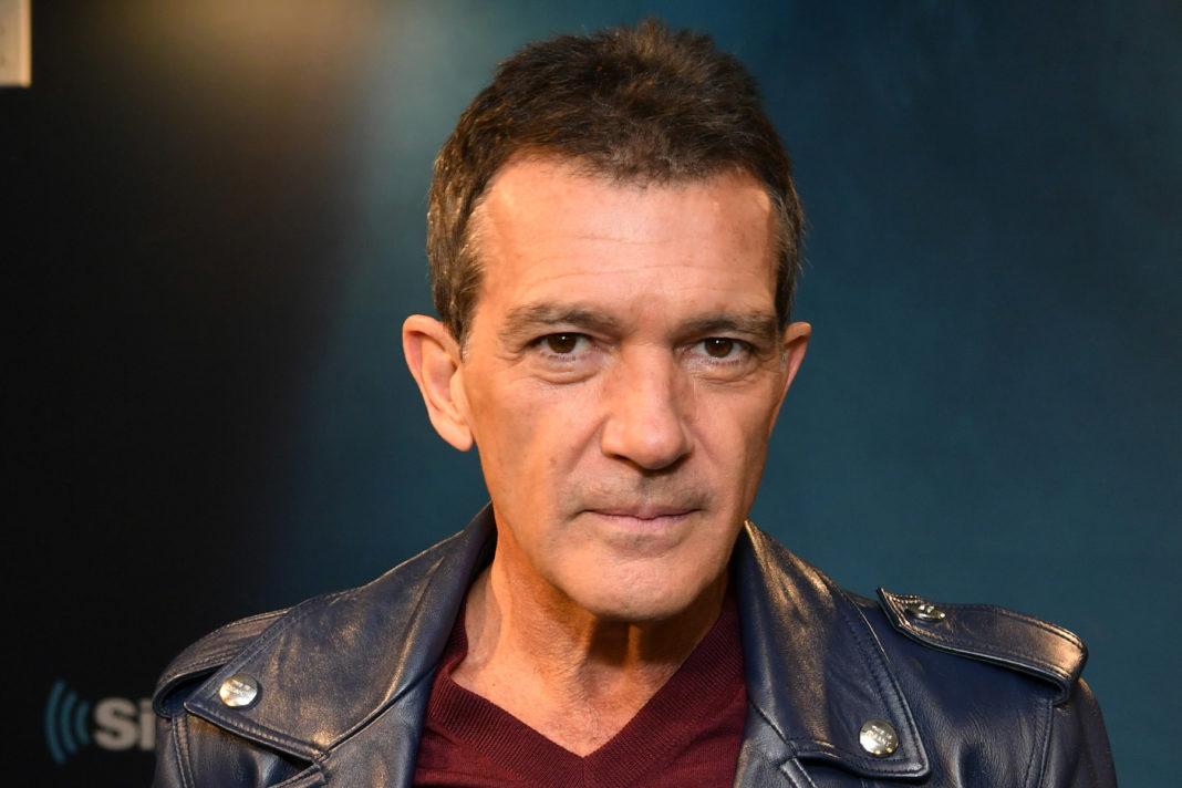 Actorul Antonio Banderas, care astăzi a împlinit 60 de ani, a anunţat că a fost testat pozitiv cu COVID-19, dar că se simte bine