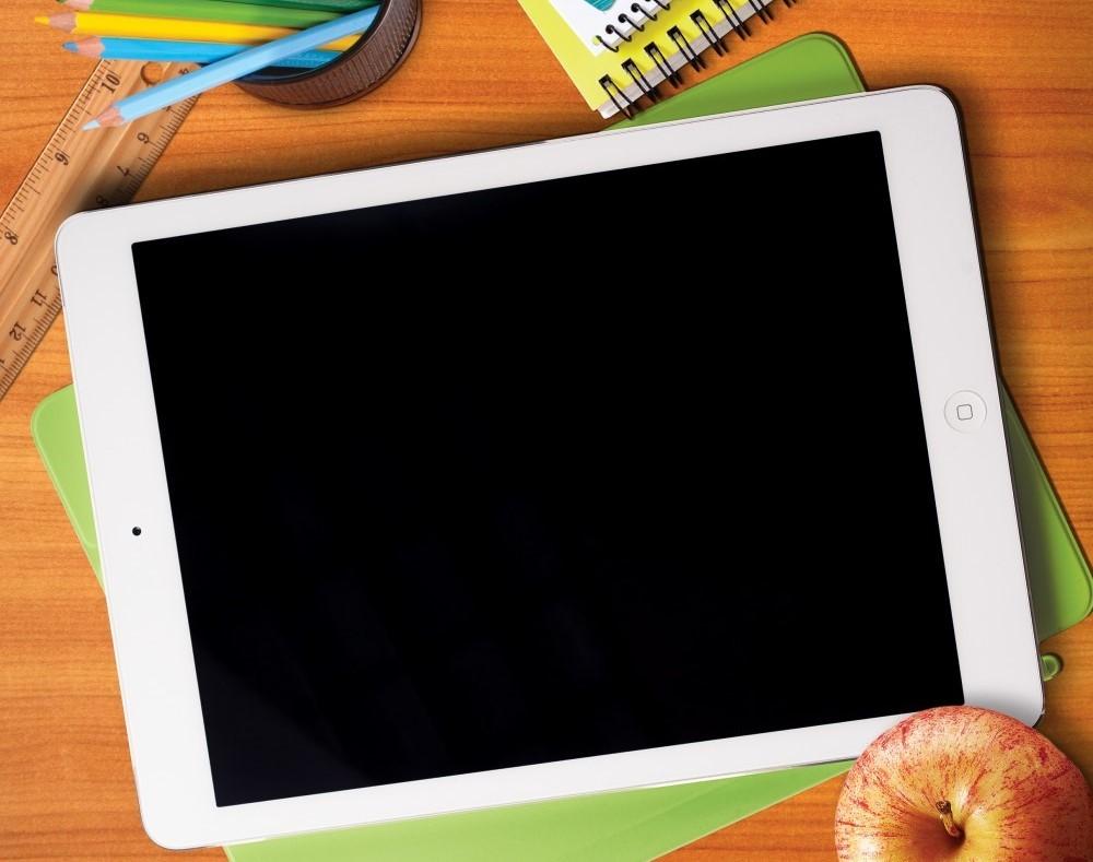 Ce trebuie să facă un elev să primească unul din dintre cele 250.000 de dispozitive conectate la internet
