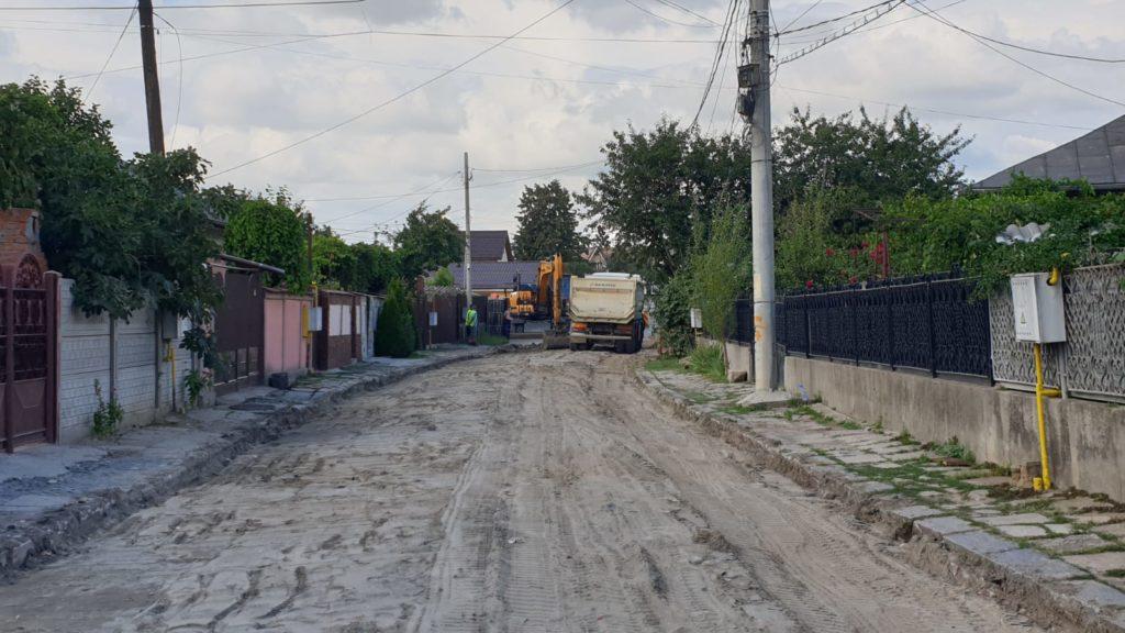 Vin alegerile! Lucrări de asfaltare prezentate de primarul Craiovei pe pagina sa de Facebook. Aici, lucrări din Bariera Vâlcii