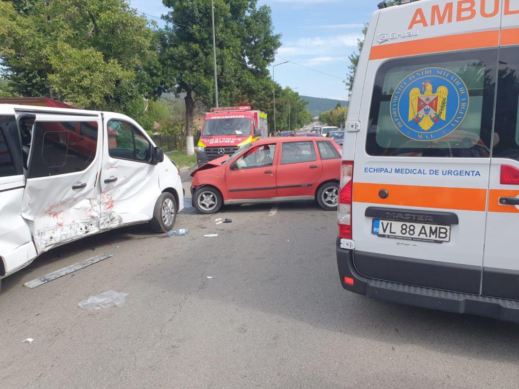 Un accident rutier a avut loc în urmă cu puțin timp în Râmnicu Vâlcea, Calea lui Traian Nord, în urma coliziunii dintre două autovehicule (turism și autoutilitară)