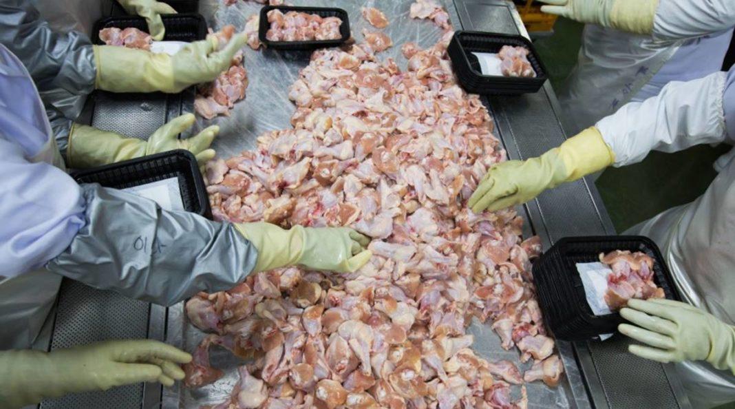Autorităţile chineze au detectat urme de coronavirus într-un lot de aripioare de pui congelate importate din Brazilia