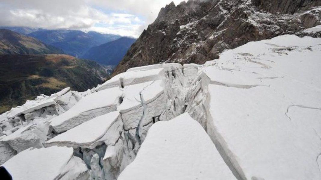 Un gheţar de pe Mont Blanc riscă să se prăbuşească