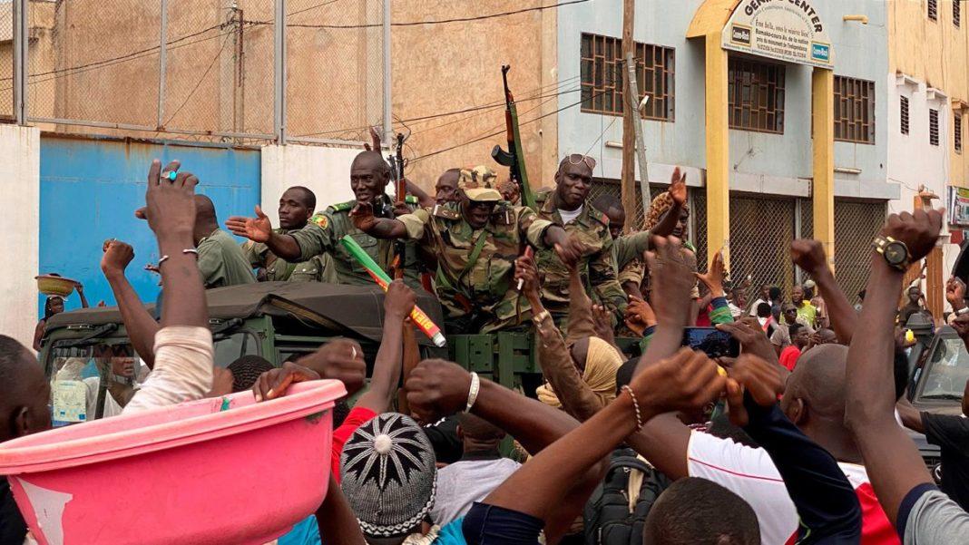 Rebeliunea militară din Mali: Soldații promit formarea unui guvern civil care să organizeze alegeri