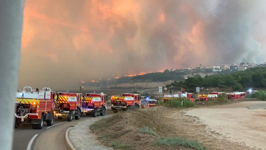 Peste 2.700 de persoane, evacuate în urma unui incendiu de vegetaţie pe Coasta de Azur
