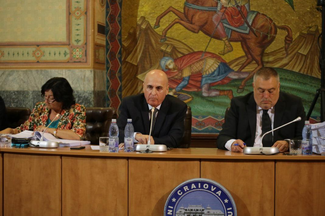 Gheorghe Nedelescu (centru) a fost numit administrator special la Termo Craiova SRL în decembrie 2019