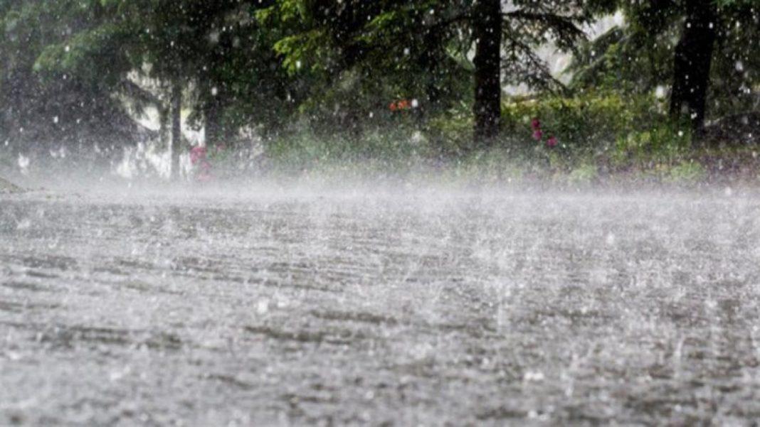 Cod galben de ploi torențiale în 29 de județe