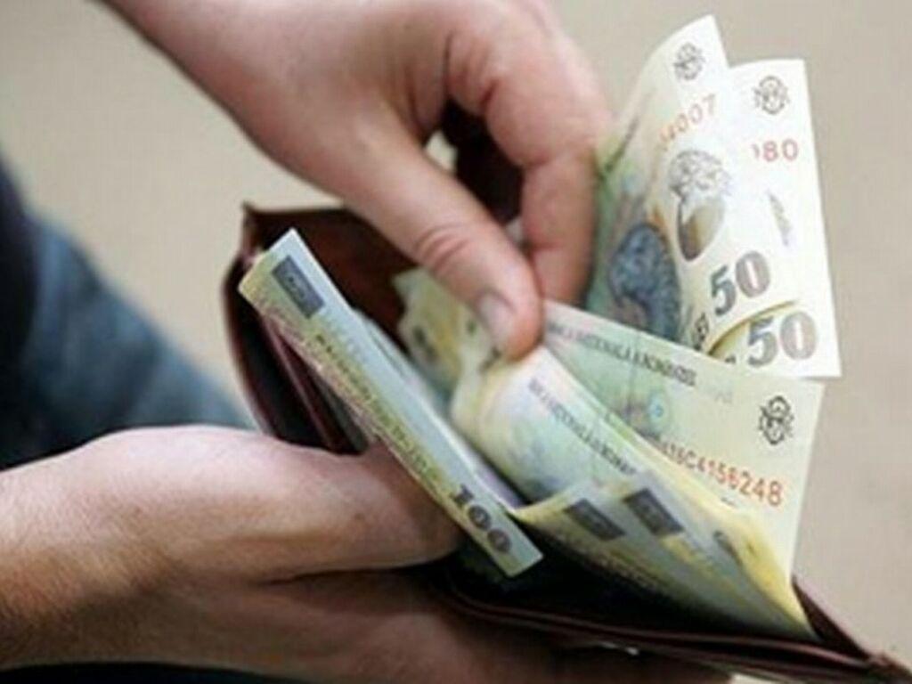 Media salariului net a ajus la 3298 lei, cu 119 lei mai mult decât în mai