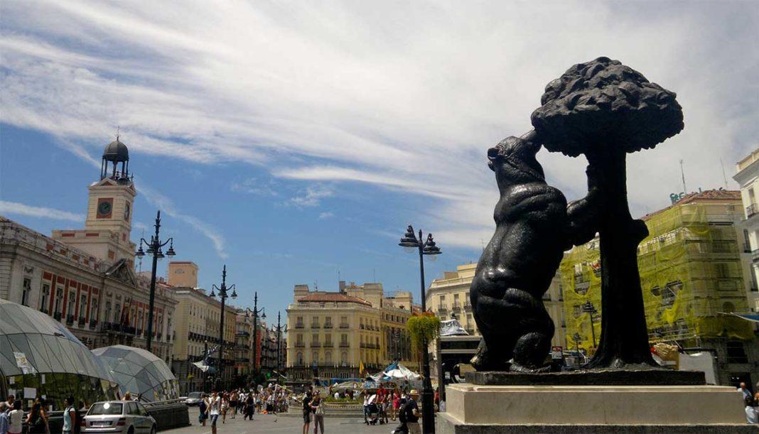 Puerta del Sol, kilometrul 0 al Madridului, a devenit zonă pietonală