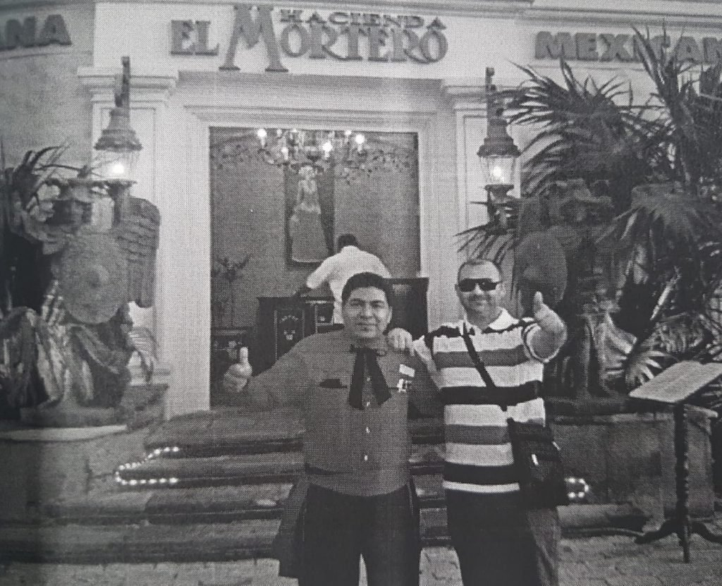 Luigi Popescu (dreapta) pe vremea când făcea afaceri necurate și-n Mexic